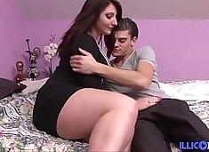 Mylène baise son mec avant qu'il aille en baiser d'autres