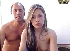 Pai fode filha gostosa na frente da webcam www.pornoquente.net