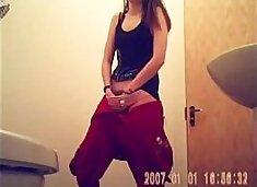 Teen quick orgasm on the bathroom