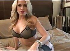 Hot blonde MILF give jerk off instructions - myfuckingwebcam.com