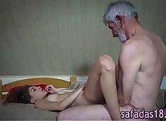 Novinha dando para avo tarado - www.xvideosbrasilxxx.com